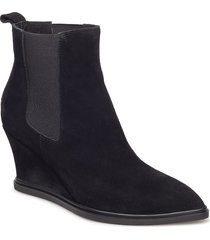 alea chelsea s shoes boots ankle boots ankle boots with heel svart shoe the bear