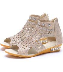 peep toe dorado con joyas diseño sandalias