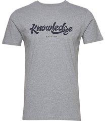 alder big knowledge tee - gots/vega t-shirts short-sleeved grå knowledge cotton apparel