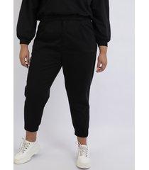 calça feminina plus size mom alfaiatada cintura alta com bolsos preta
