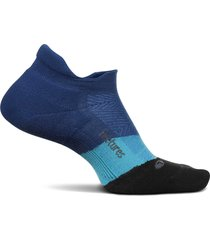 feetures elite max cushion no-show tab socks, size large in oceanic at nordstrom