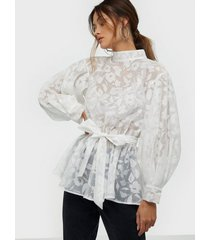 nly trend bloom organza blouse festblusar