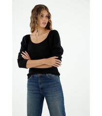 camiseta de mujer, cuello redondo manga larga, con efecto englobado en hombros