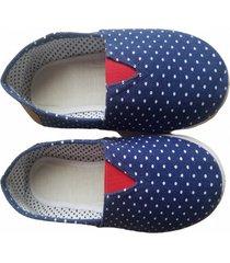 zapatillas azules con puntos