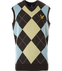 lyle & scott x stuarts london argyle vest | dark chocolate | kn1383v-w467