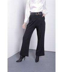 pantalón negro item crepe pinzado