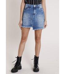 saia jeans feminina curta com barra desfiada assimétrica azul escuro