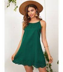 yoins verde oscuro láser mini cabestro con dobladillo festoneado cortado vestido