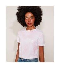 "camiseta de moletinho feminina estampada tie dye stronger than yesterday"" manga curta decote redondo rosa claro"""