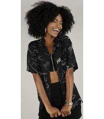 camisa feminina ampla estampada rio de janeiro expressões com bolso manga curta preta
