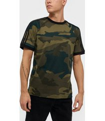 adidas originals camo cali t t-shirts & linnen multicolor