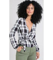 blusa feminina estampada xadrez com transpasse manga longa decote v branca