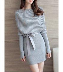 abito maglione aderente a maniche lunghe con collo a maniche lunghe con scollo a barchetta