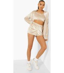 velours blouse, crop top en shorts, ivory