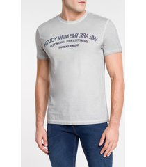 camiseta masculina we are the new youth cinza clara calvin klein jeans - pp