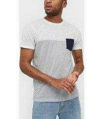 solid hal stripe ss t-shirt t-shirts & linnen insignia blue