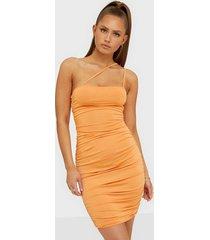 nly trend asymmetric straps dress fodralklänningar