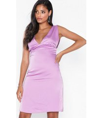 nly eve deep plunge satin dress fodralklänningar