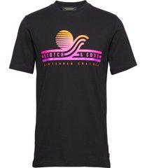 gradient logo artwork tee t-shirts short-sleeved svart scotch & soda