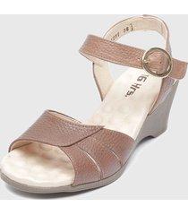 sandalia marrón 16hrs