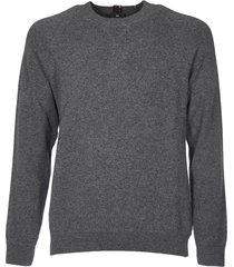 grey pullover with rear multicolor label