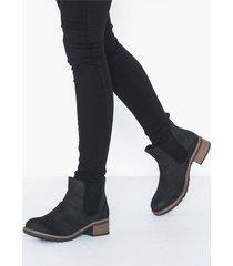 duffy chelsea boots heel
