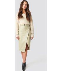 tina maria x na-kd overlapped faux leather midi skirt - beige