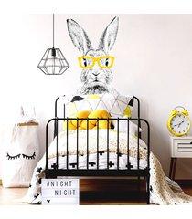 królik cz-b w żółtych okularach - naklejka