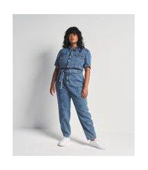 macacão longo jeans com manga curta bufante e cinto curve & plus size | ashua curve e plus size | azul | 48