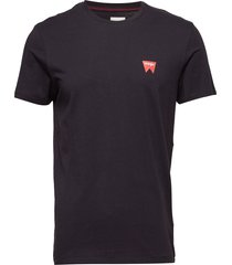 sign off tee t-shirts short-sleeved svart wrangler