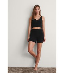 na-kd trend shorts - black