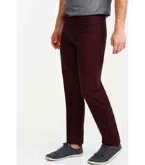 pantalon cinco bolsillo, corte slim fit vino 40