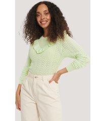 na-kd reborn ekologisk lätt, stickad tröja med volangdetalj - green