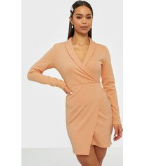 nly one wrap blazer fit dress fodralklänningar