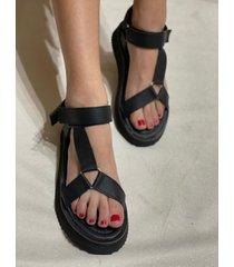 sandalia negra via praga gala