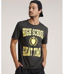 "camiseta masculina ""high school"" manga curta gola careca cinza mescla escuro"