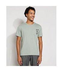 camiseta masculina manga curta com bolso floral gola careca verde claro