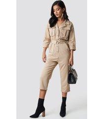 na-kd trend front pockets belted jumpsuit - beige