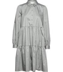 amajegz dress so20 knälång klänning grå gestuz