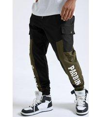 cordón con estampado de bloque de color de letra de moda para hombre carga pantalones