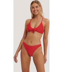 na-kd swimwear högt skuren bikinitrosa - red