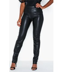 nly trend pu tailored pants byxor