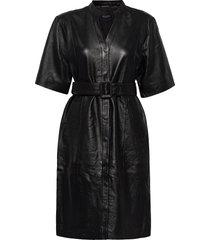 slfmarie belted leather dress b knälång klänning svart selected femme