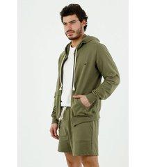 buzo de hombre, silueta amplia, con capucha, manga larga, color verde