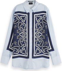 scotch & soda 155885 0217 button up silky shirt with placement bandana print combo a blauw