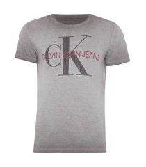 t-shirt masculina estampa ck peito - cinza