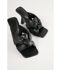 mango högklackade skor med knyt - black