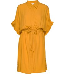 ariana shirt dress boozt knälång klänning gul minus