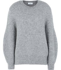 closed sweaters