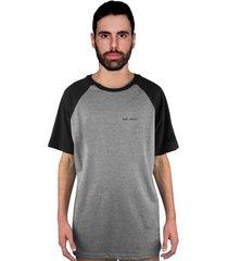 camiseta manga curta raglan skate eterno clean cinza/preto - kanui